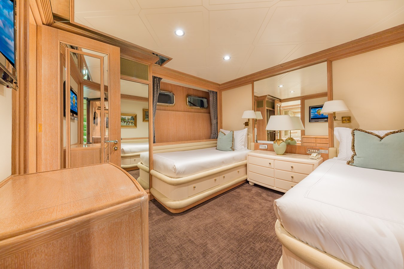 1997 FEADSHIP  Displacement 2921253