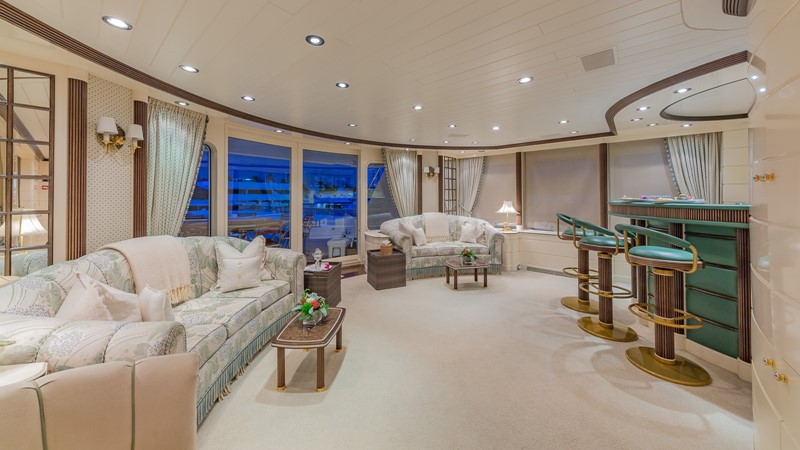 1997 FEADSHIP  Displacement 2420612