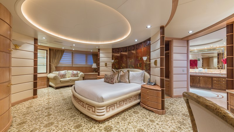1997 FEADSHIP  Displacement 2420617