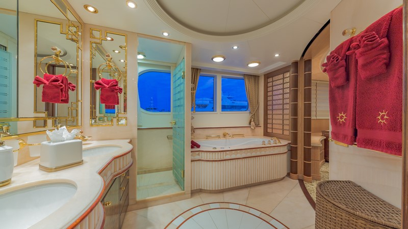 1997 FEADSHIP  Displacement 2420618
