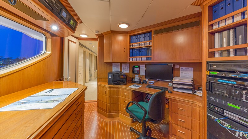 1997 FEADSHIP  Displacement 2420628