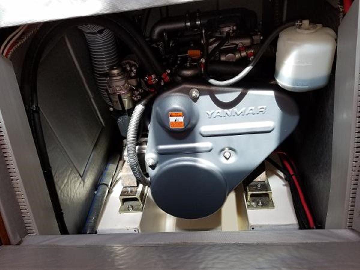 Engine Compartment Front Access 2009 JEANNEAU DS 54  2309382
