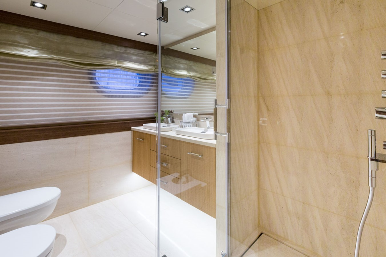 MY Maybe - Master bathroom 2016 MetalSHIPS & Docks   Displacement 2309498