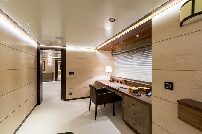 MY Maybe - Master cabin office 2016 MetalSHIPS & Docks   Displacement 2309475
