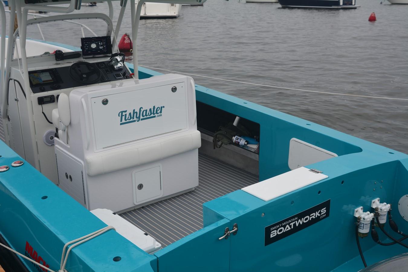 fishfaster33.rearinterior.JPG 2019 CUSTOM   2310282