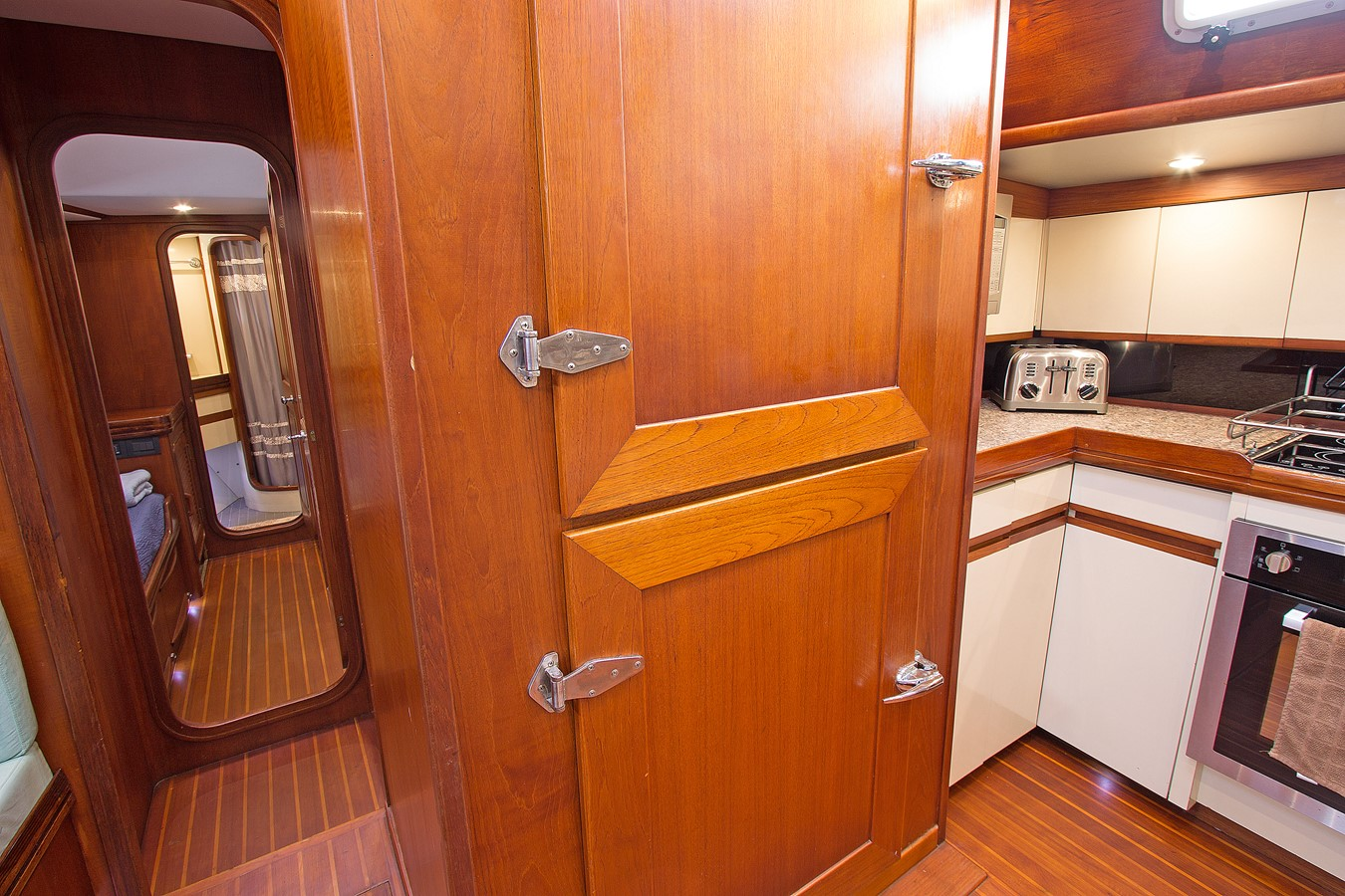 Galley 1986 GULFSTAR Enclosed Cockpit Center Cockpit 2448532