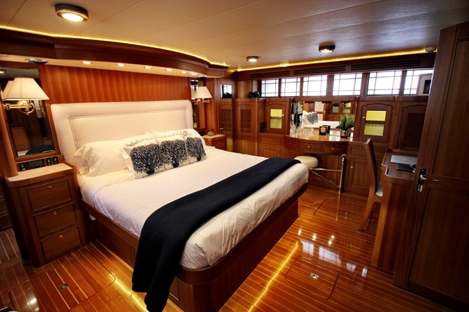 Master Stateroom 2005 MARLOW 78E  2312764