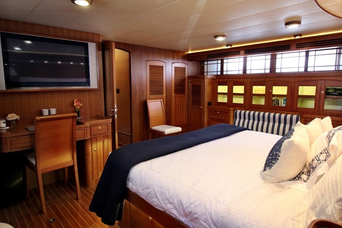 Master Stateroom 2005 MARLOW 78E  2312765