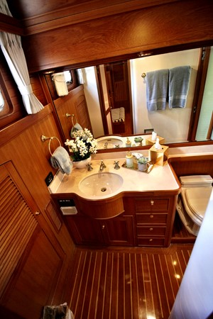 Master Stateroom His Head 2005 MARLOW 78E  2312766