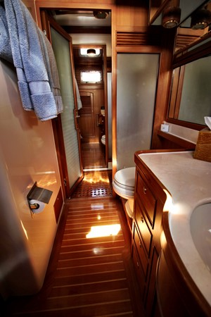 Master Stateroom Her Head 2005 MARLOW 78E  2312767