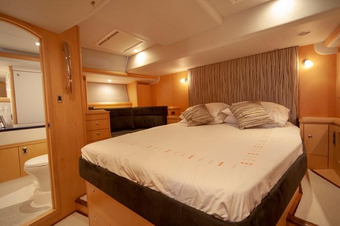 2013 OYSTER MARINE LTD 575 Deck Saloon 2313591