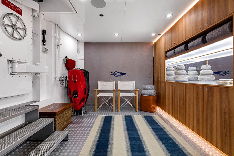 Beach Club 2000 FEADSHIP Tri-Deck Motor Yacht 2314151