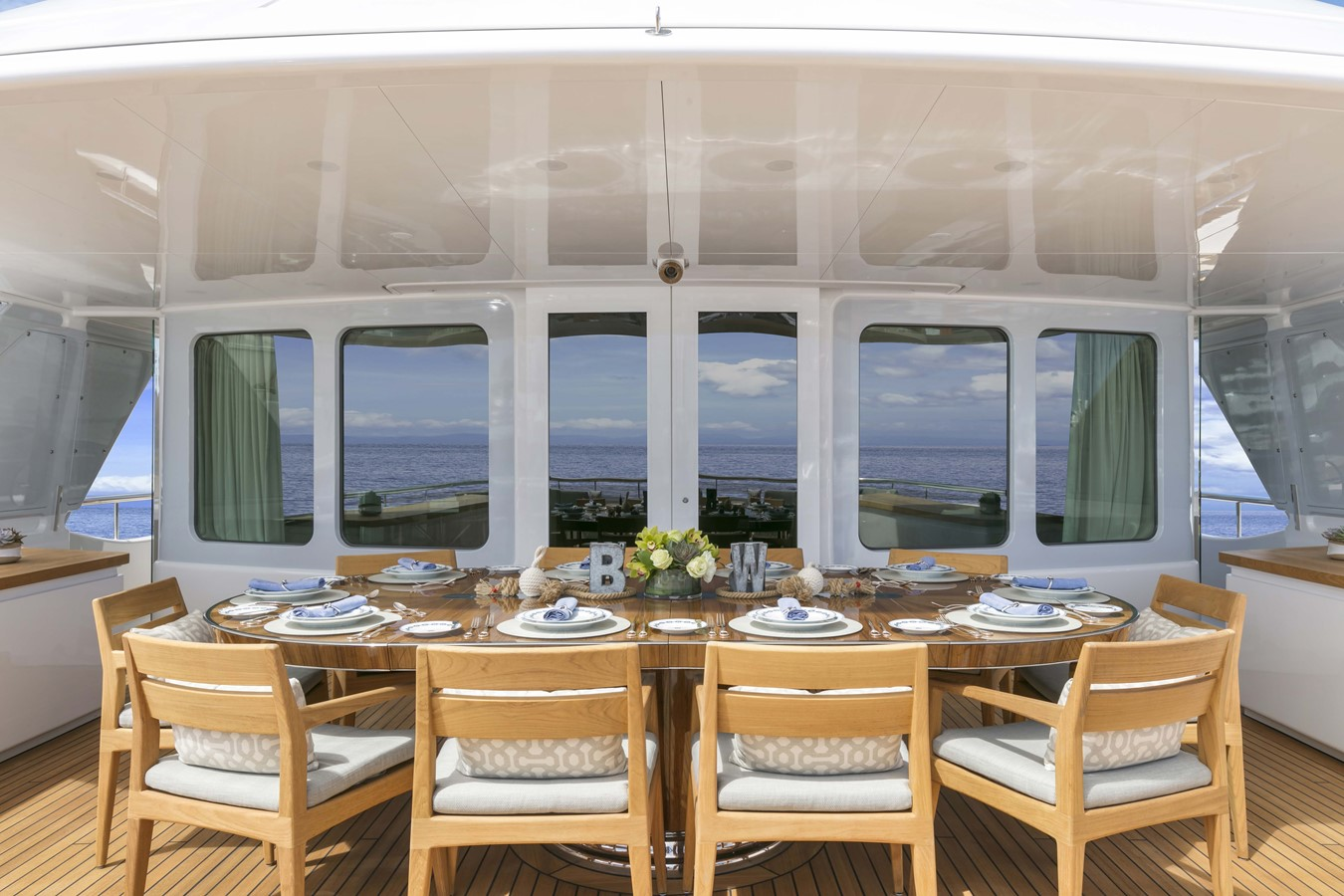 Bridge Deck Dining - 165 FEADSHIP For Sale
