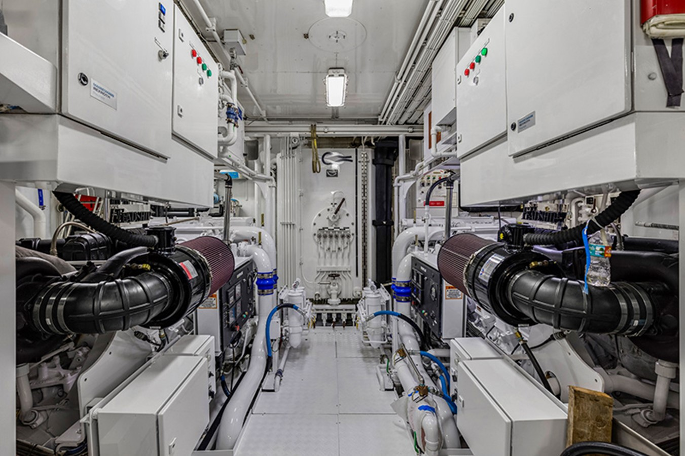Engine Room - 165 FEADSHIP For Sale