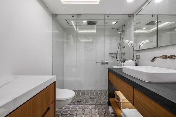 Guest Bath 2000 FEADSHIP Tri-Deck Motor Yacht 2314142