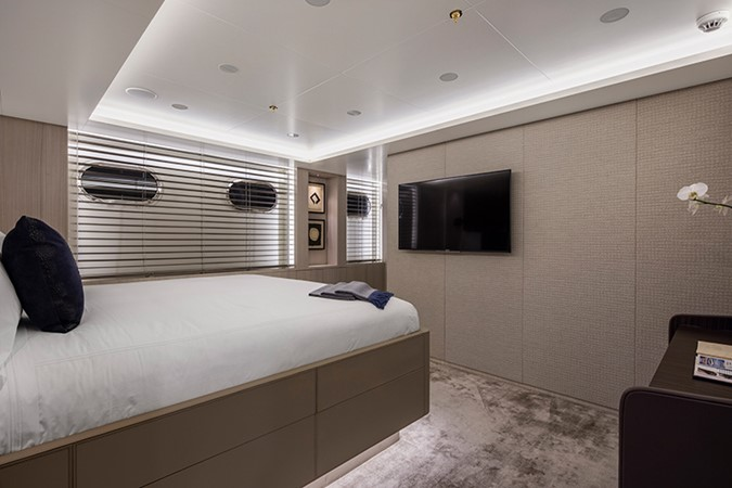 Guest Stateroom 2000 FEADSHIP Tri-Deck Motor Yacht 2314143