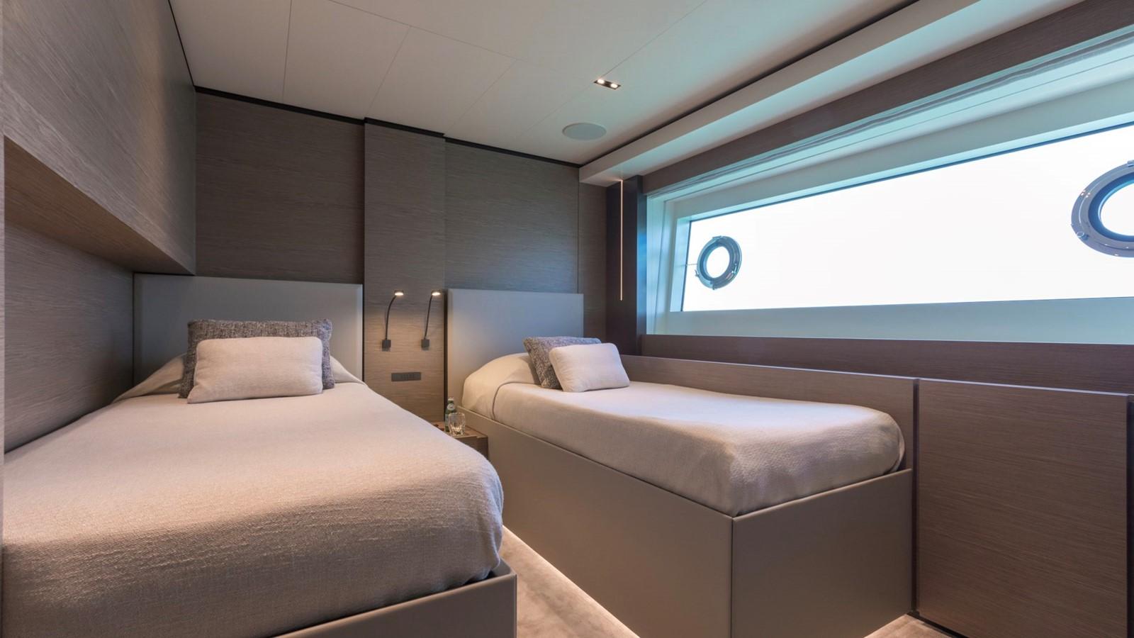 2018 FERRETTI CUSTOM LINE Navetta 33 Motor Yacht 2344001