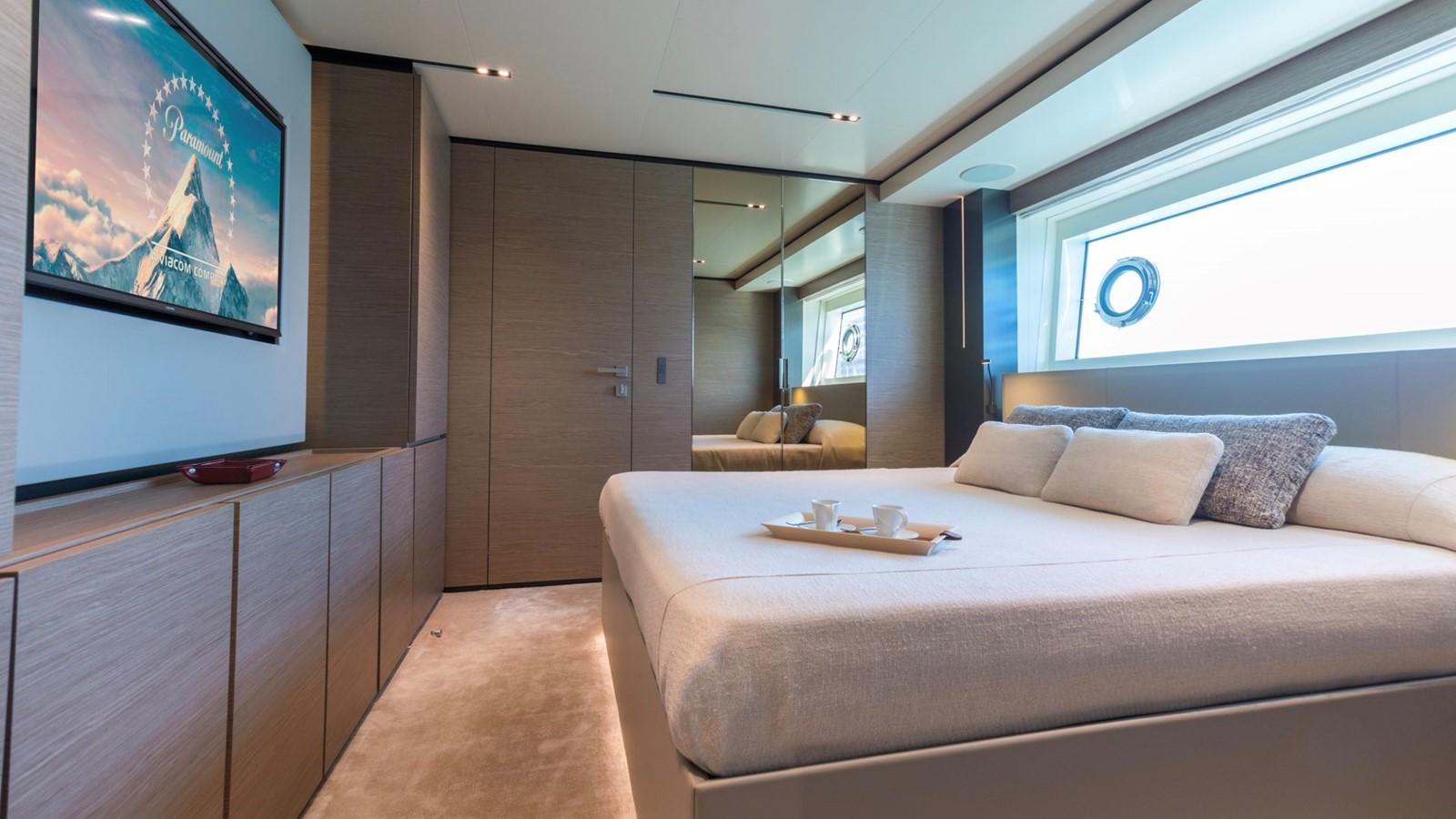 2018 FERRETTI CUSTOM LINE Navetta 33 Motor Yacht 2344003