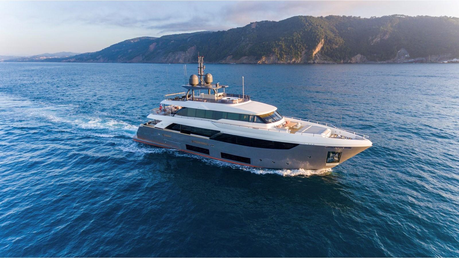 2018 FERRETTI CUSTOM LINE Navetta 33 Motor Yacht 2344007