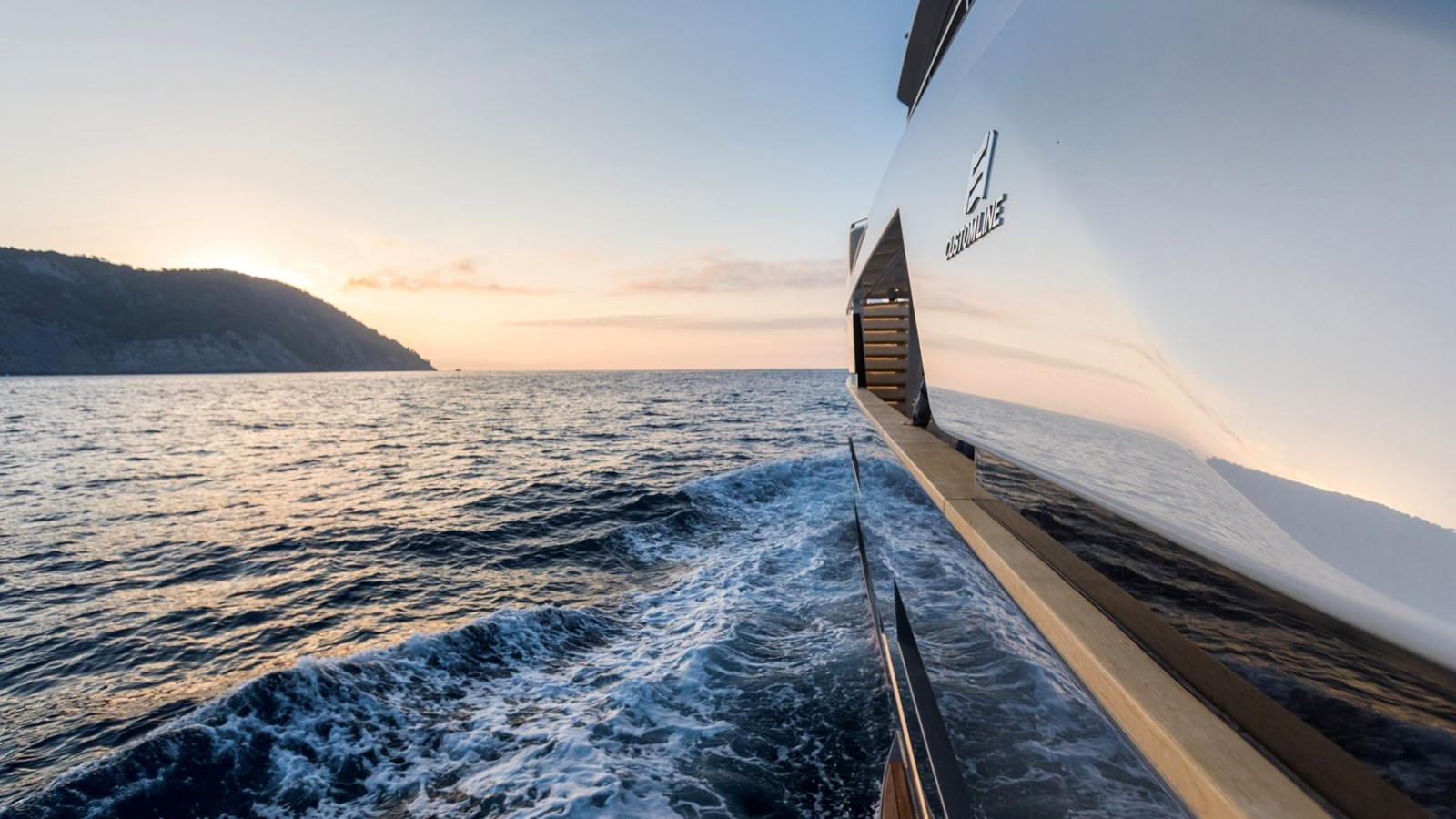 2018 FERRETTI CUSTOM LINE Navetta 33 Motor Yacht 2344009