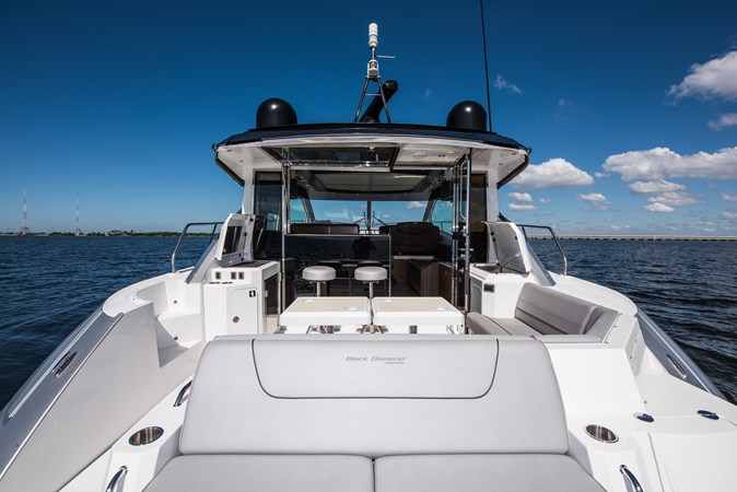 Cruisers 45 Cantius 2017 - Transom Sun Lounge 2017 Cruisers Yachts 45 Cantius Black Diamond Cruiser 2368436