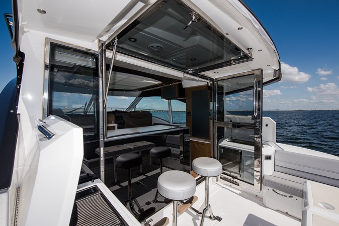Cruisers 45 Cantius 2017 - Cockpit Bar Stools 2017 Cruisers Yachts 45 Cantius Black Diamond Cruiser 2368442