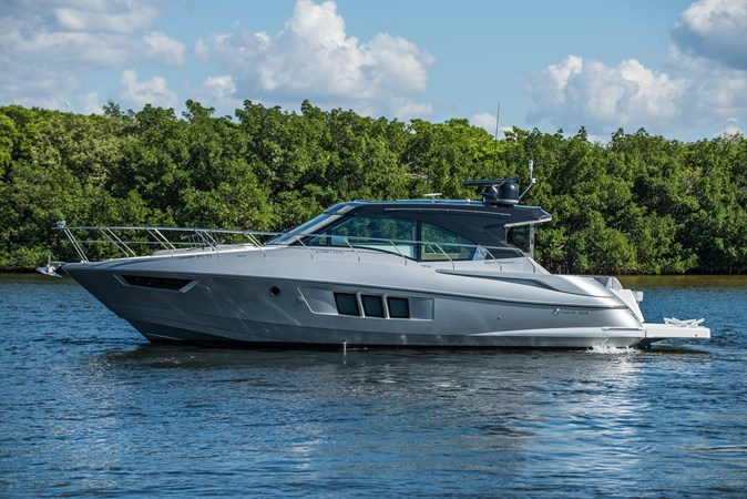 Cruisers 45 Cantius 2017 - Profile 2017 Cruisers Yachts 45 Cantius Black Diamond Cruiser 2368457