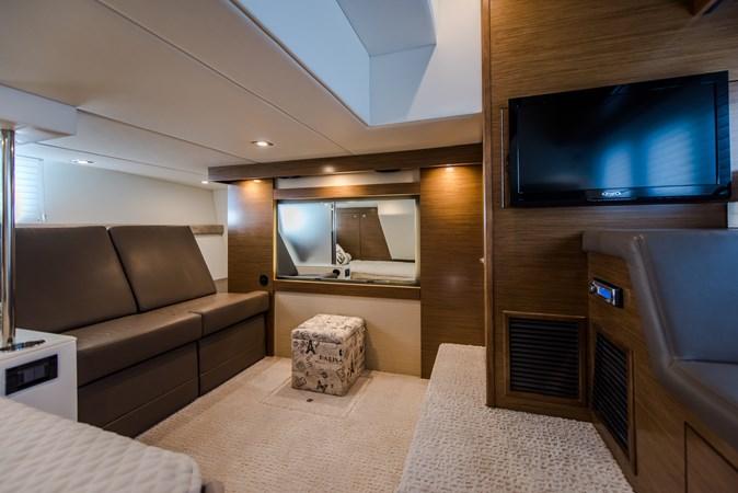 Cruisers 45 Cantius 2017 - Master Stateroom TV 2017 Cruisers Yachts 45 Cantius Black Diamond Cruiser 2368460