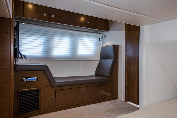 Cruisers 45 Cantius 2017 - Master Stateroom Sofa 2017 Cruisers Yachts 45 Cantius Black Diamond Cruiser 2368470