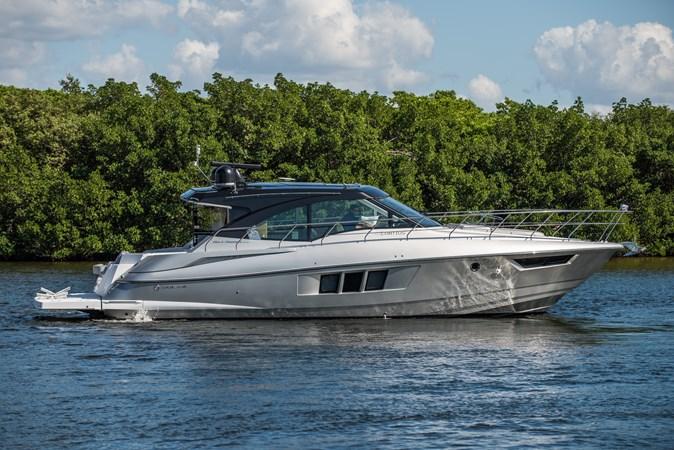 Cruisers 45 Cantius 2017 - Profile 2017 Cruisers Yachts 45 Cantius Black Diamond Cruiser 2368471