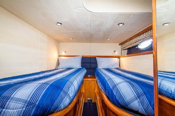 Twin Guest Cabin 2003 SUNSEEKER Predator 61 Express 2418784