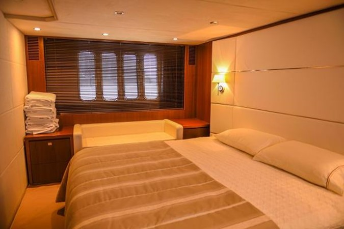 2010 PRINCESS YACHTS V Cruiser 2330991