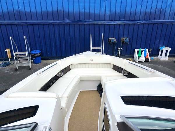 Bow area 2014 COBALT R35/336 Deck Boat 2335396