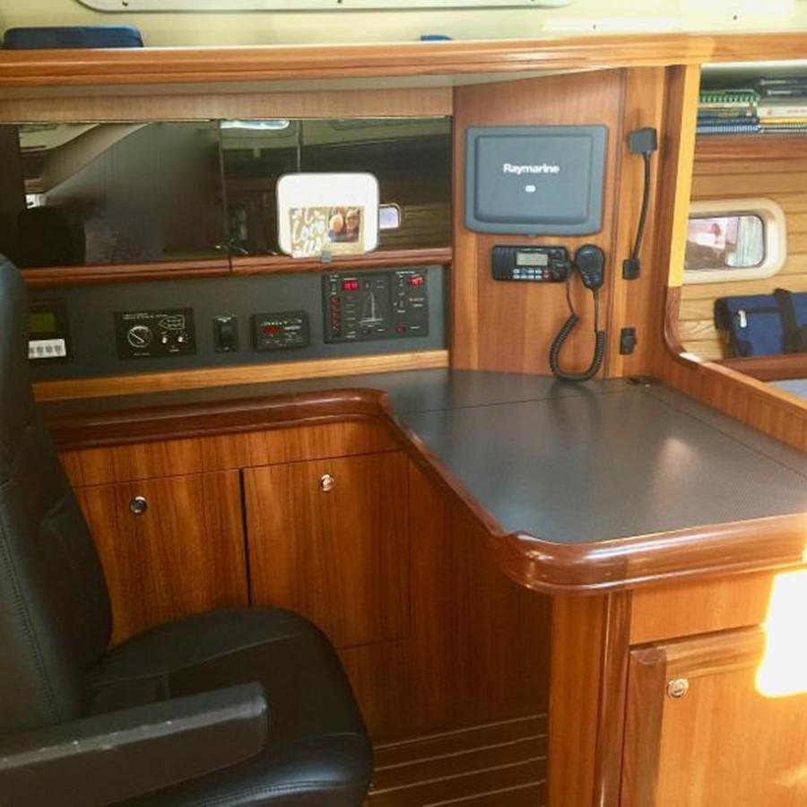 Capt's Desk 2007 HUNTER 49 Cruising Sailboat 2336195