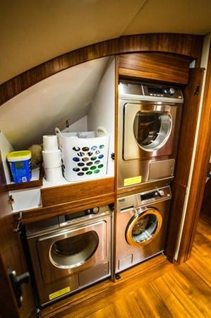 Laundry Center 2016 BAYLISS BOATWORKS Sportfish Sport Fisherman 2337622
