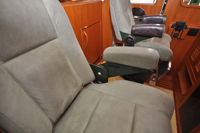 2009 OFFSHORE Out Islander 64 LRC Trawler 2338060