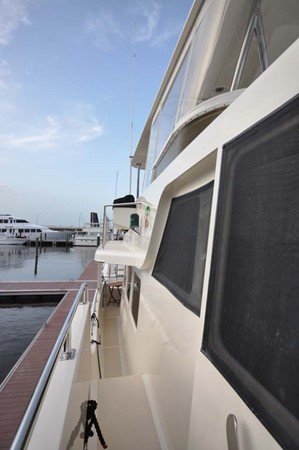 2009 OFFSHORE Out Islander 64 LRC Trawler 2338078