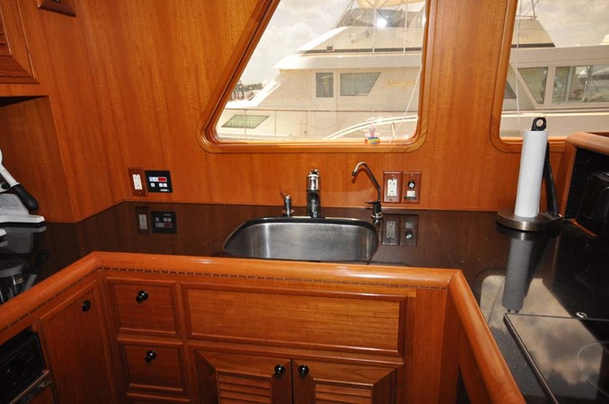 2009 OFFSHORE Out Islander 64 LRC Trawler 2338182