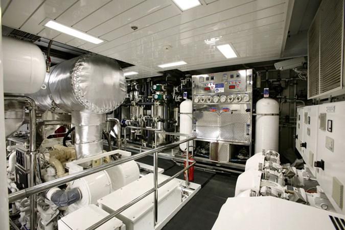 Ambrosia Engine room 2006 BENETTI Diesel Electric ABB Azipod Mega Yacht 2367219