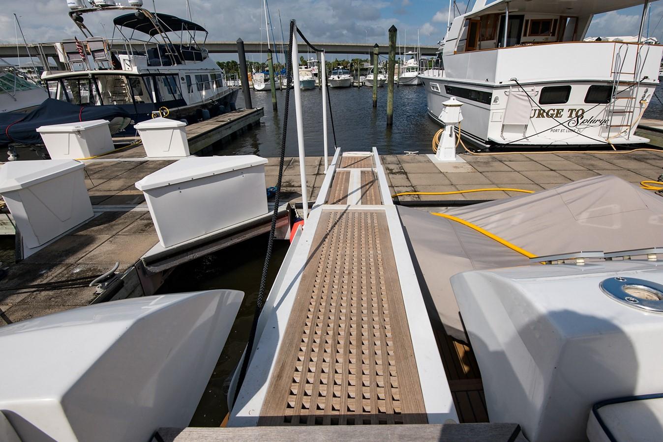 2000 PERSHING 65 Motor Yacht 2350344