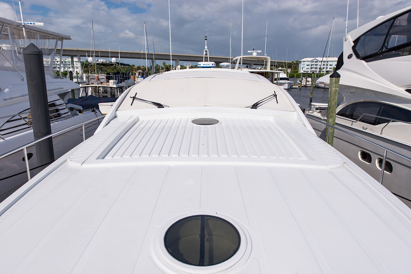 2000 PERSHING 65 Motor Yacht 2350351