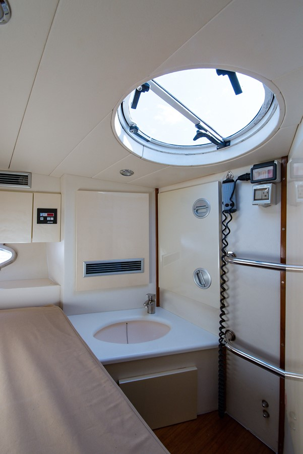 2000 PERSHING 65 Motor Yacht 2350354