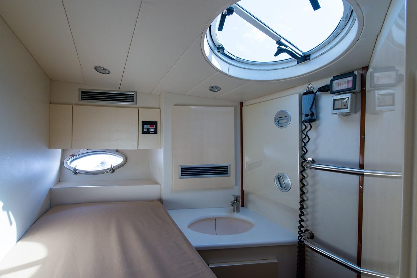 2000 PERSHING 65 Motor Yacht 2350355