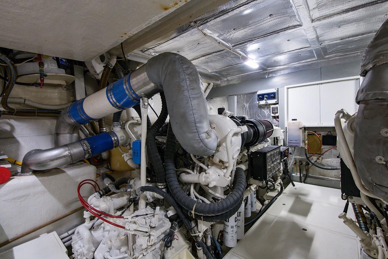 2000 PERSHING 65 Motor Yacht 2350359