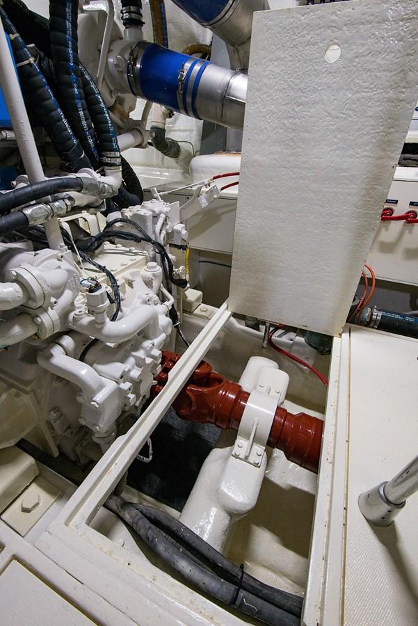 2000 PERSHING 65 Motor Yacht 2350360