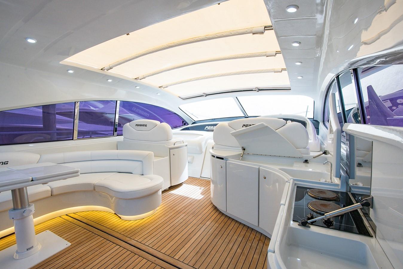 2000 PERSHING 65 Motor Yacht 2350373