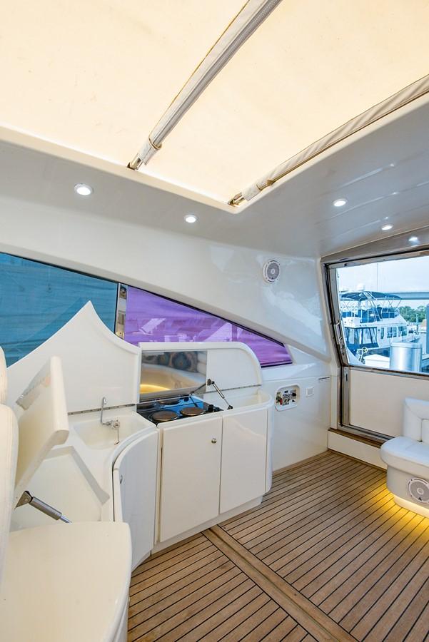 2000 PERSHING 65 Motor Yacht 2350374