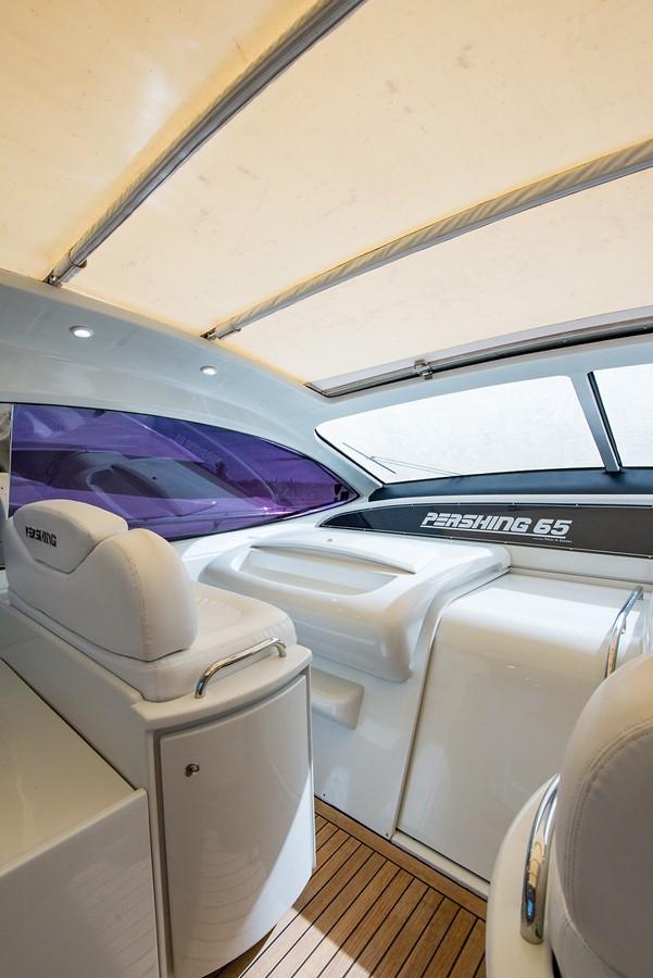 2000 PERSHING 65 Motor Yacht 2350376