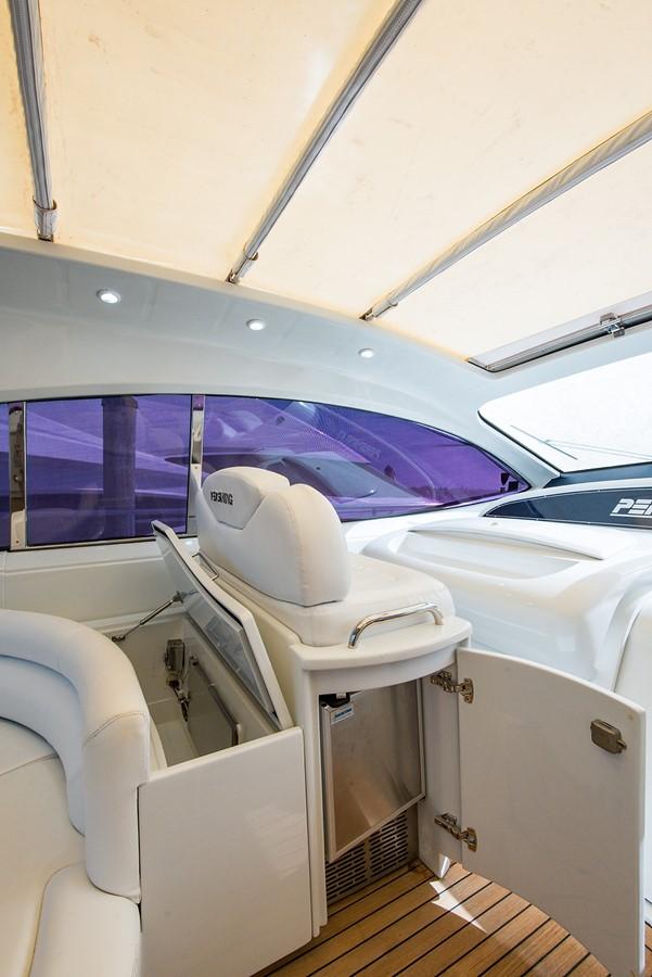 2000 PERSHING 65 Motor Yacht 2350378