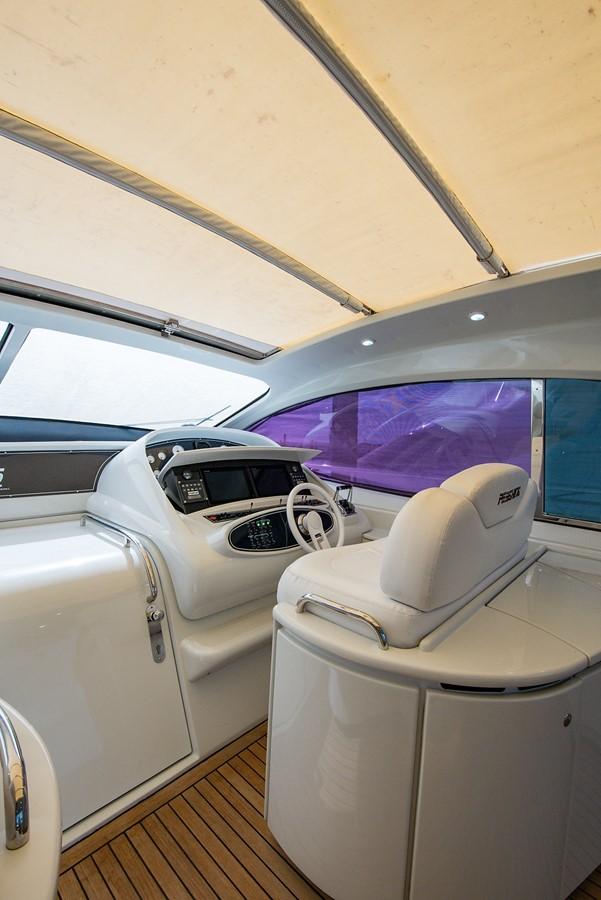 2000 PERSHING 65 Motor Yacht 2350384